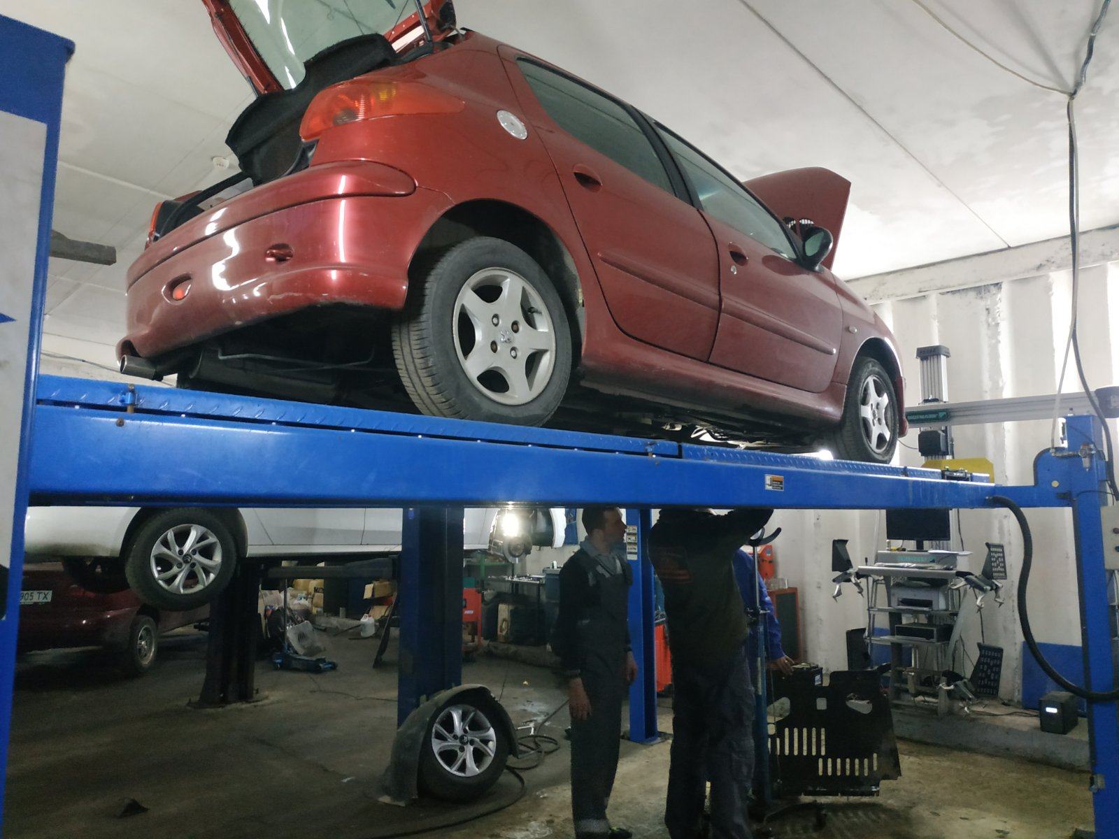 Техническое обслуживание Peugeot